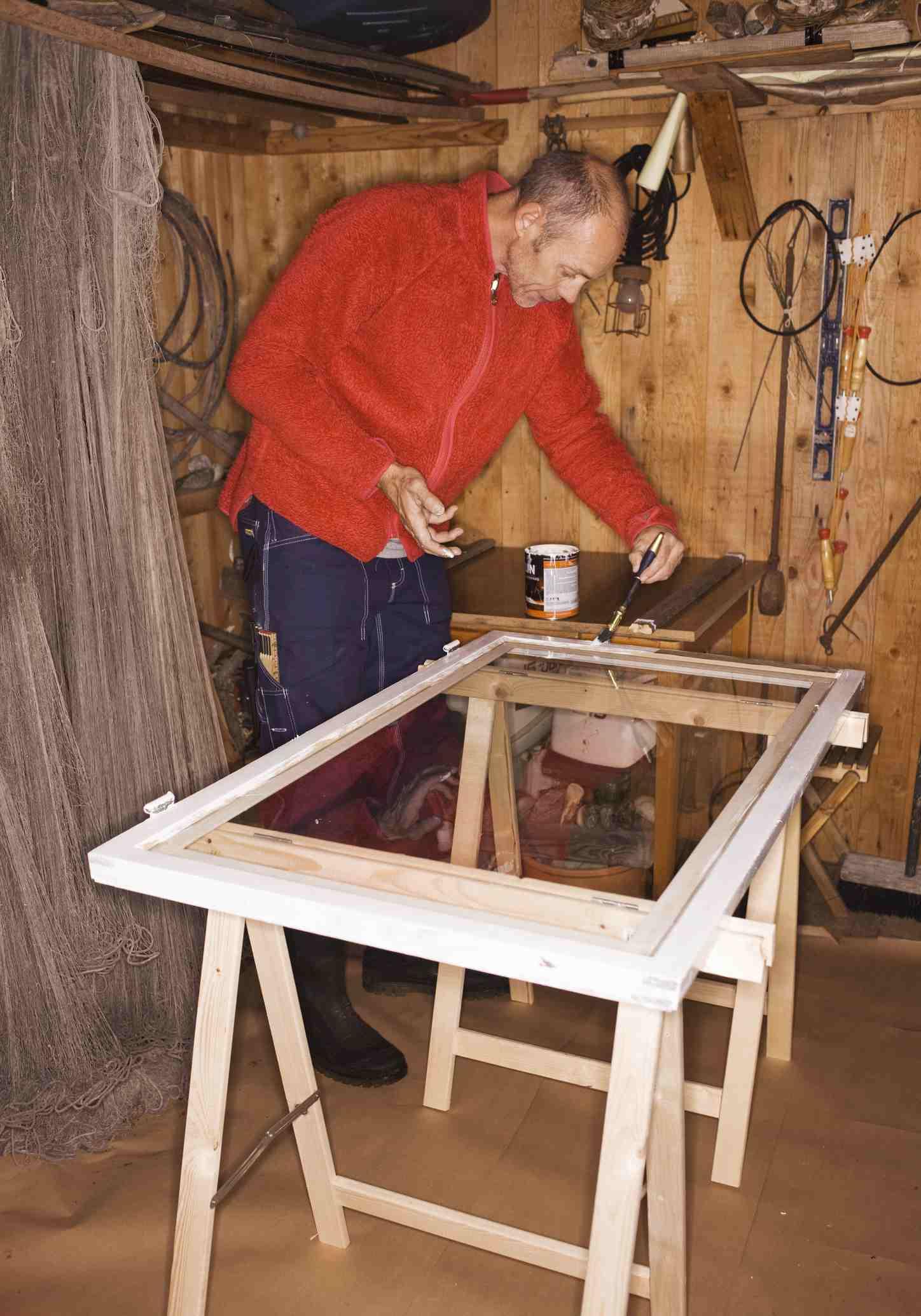 A man preparing a new window