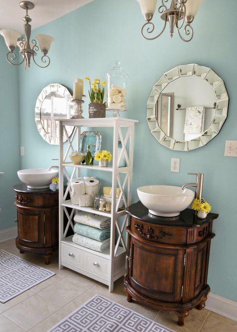 Baño azul con tocadores dobles