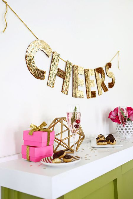 How to Decorate for a Chic and Minimal New Year\'s Eve Party