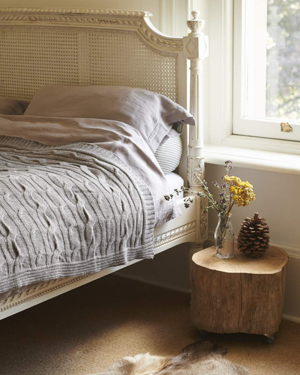 Tree Trunk Coffee Table South Africa: Decorating The Bedroom With Plants Or A Botanical Theme