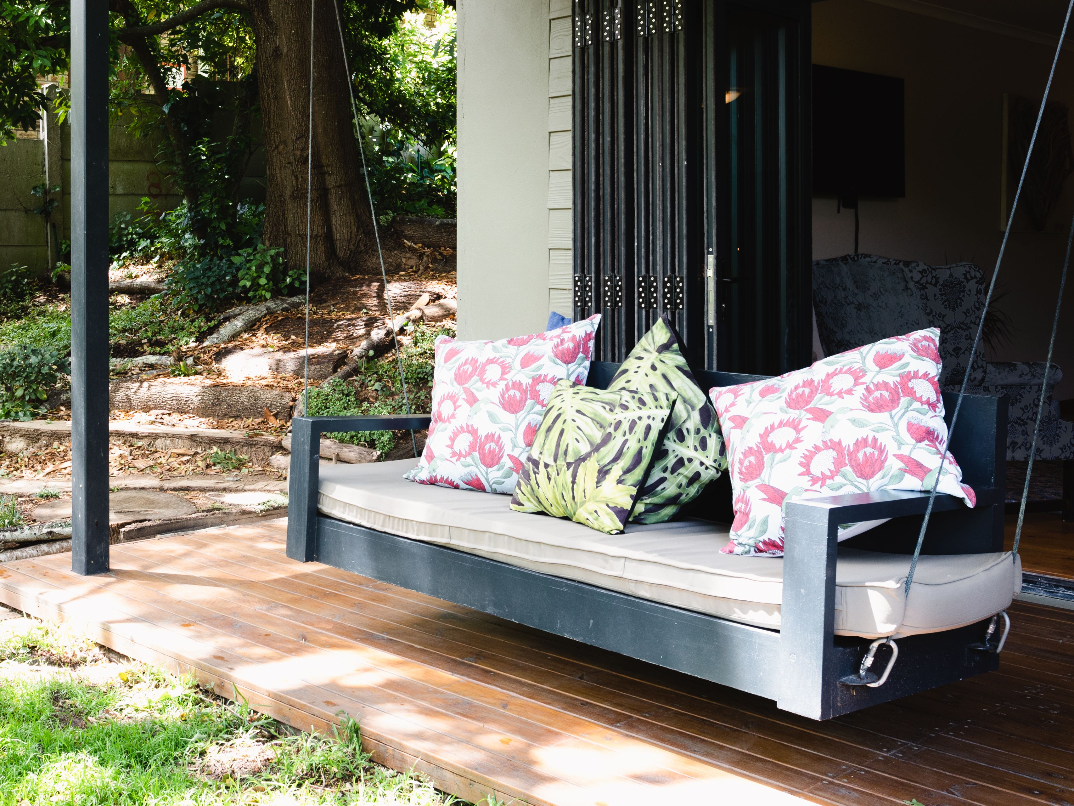 12 Free Porch Swing Plans To Build At Home, Outdoor Swing Bench With Stand