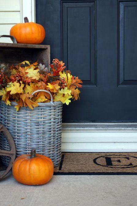 idea de decoración del porche delantero de hojas de otoño