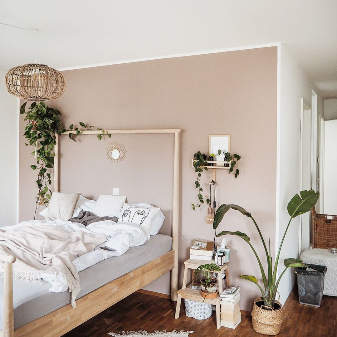 Bedroom with greenery