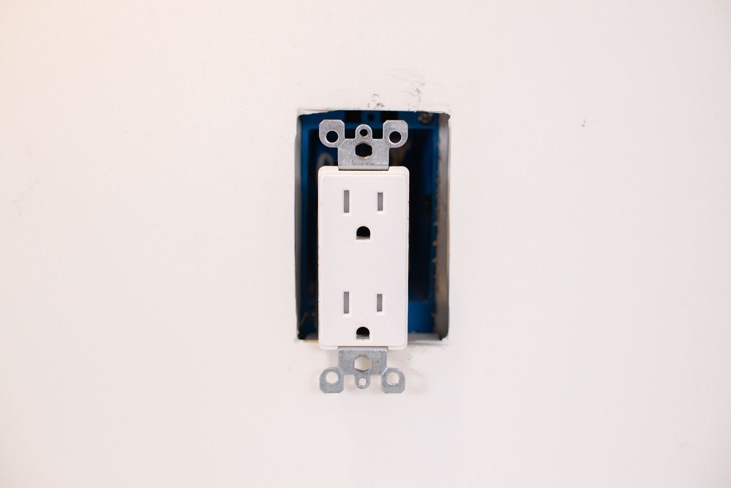 How To Wire And Install An Electrical Outlet Conductor At Plug Or Wall Receptacle