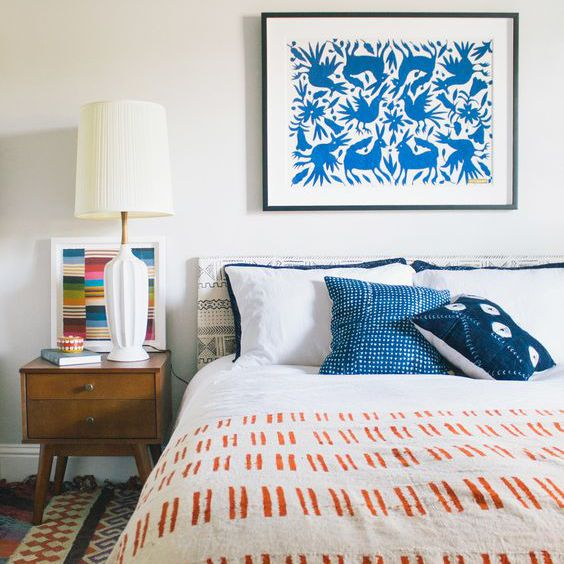 decoración de tela de barro en una habitación