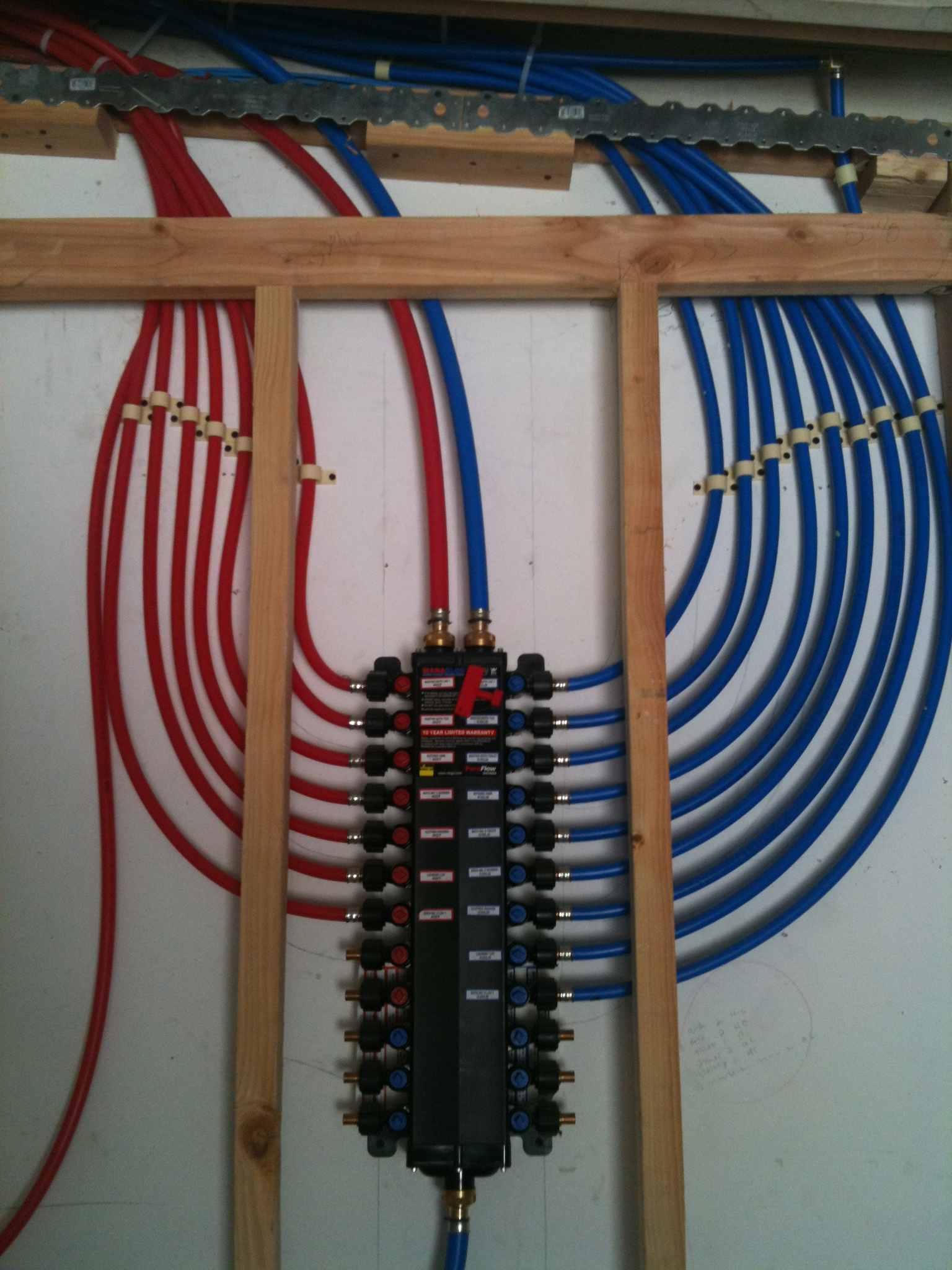 PEX plumbing manifold