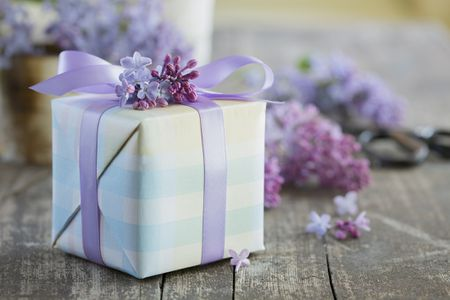 What Are Appropriate Vow Renewal Gifts