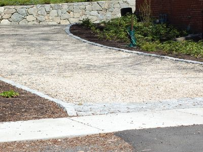 Pros and Cons of a Cobblestone Paver Driveway