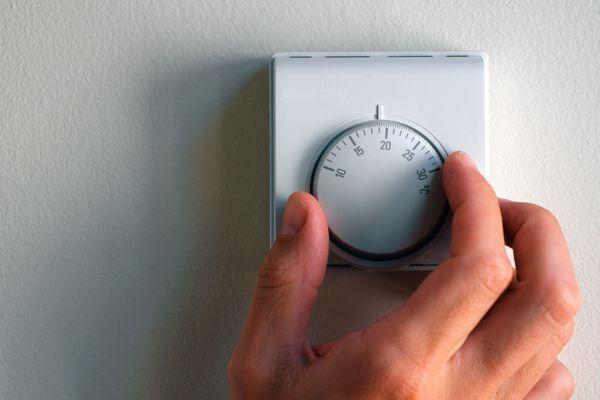 Hand turning thermostat knob