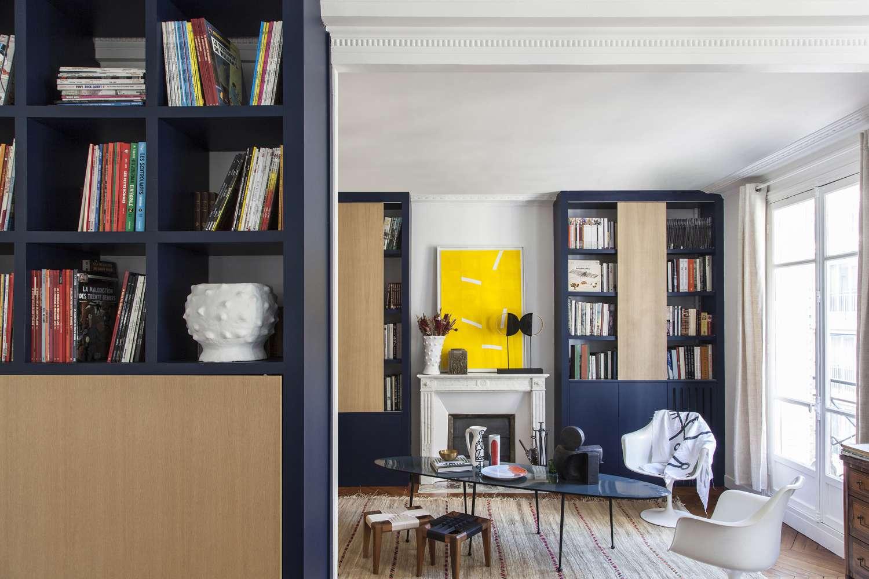 Diseño interior amarillo y azul marino