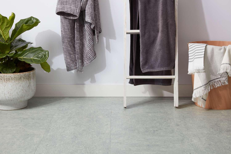Self-adhesive linoleum floor tiles