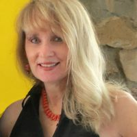 photo of writer Lisa Hallett Taylor