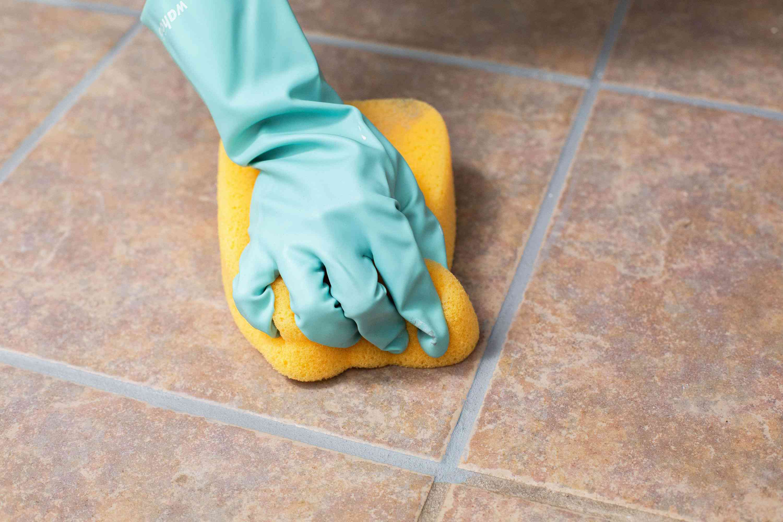 Damp cleaning an unglazed floor