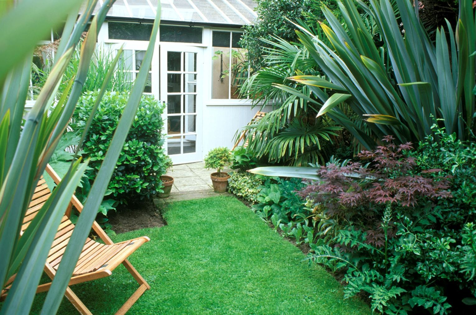 23 Landscaping Ideas for Small Backyards on Small Landscape Garden Design  id=19833