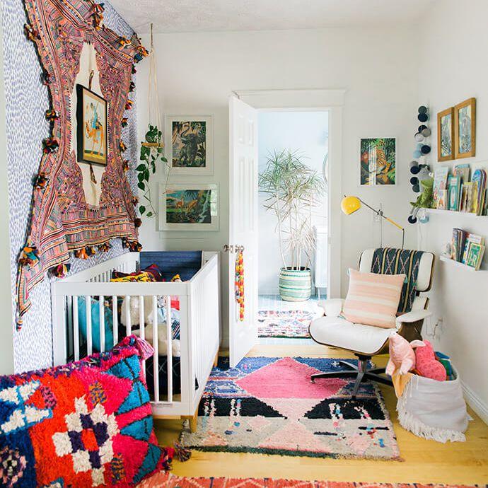 Vivero maravillosamente Boho Chic con tapiz de pared y textiles ricos