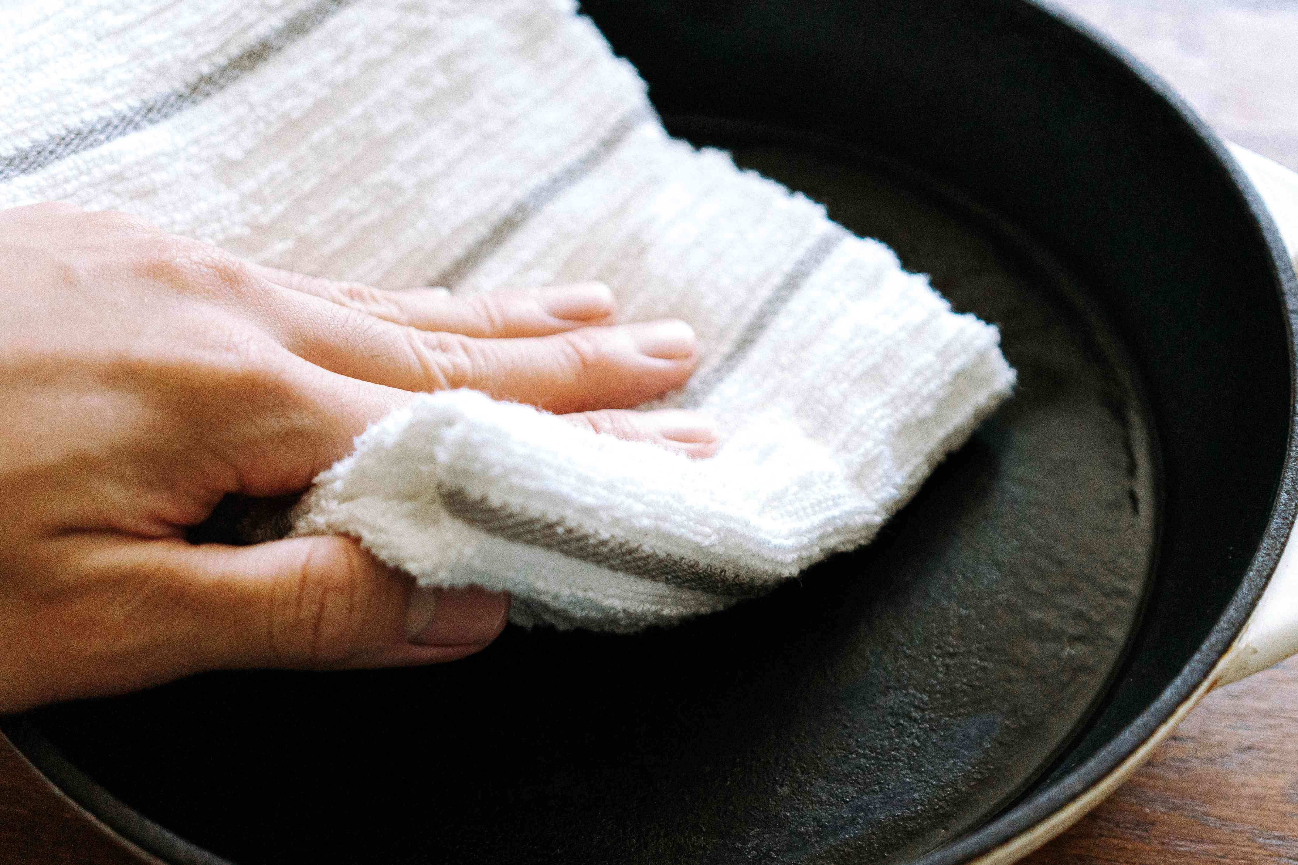 drying off a cast iron pan