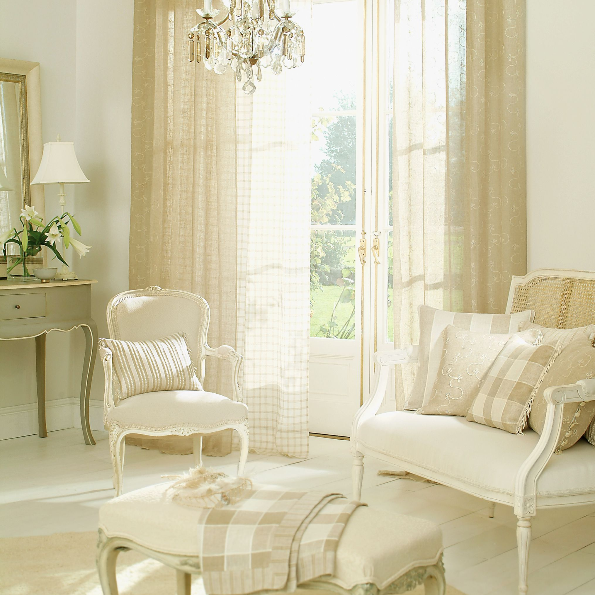 16+ Sheer Curtain Ideas For Living Room Pictures
