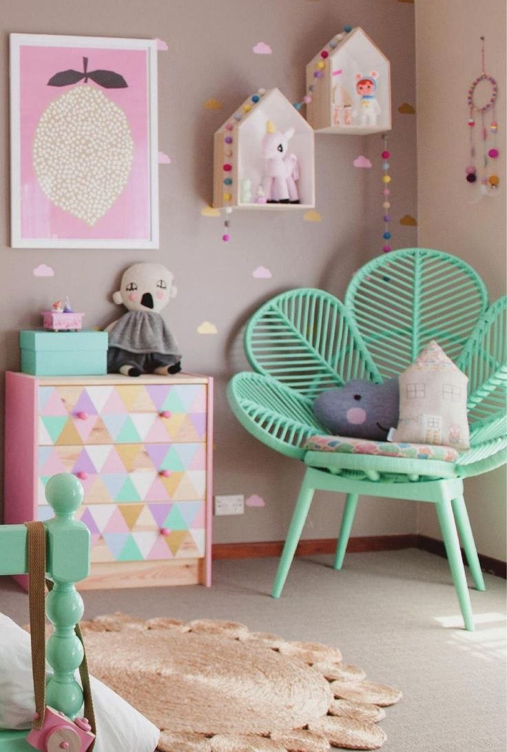 5 reasons to design a mint green nursery