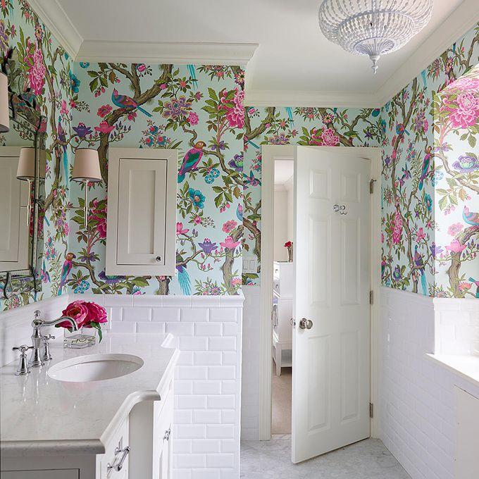 19 Beautiful Wallpapered Bathrooms