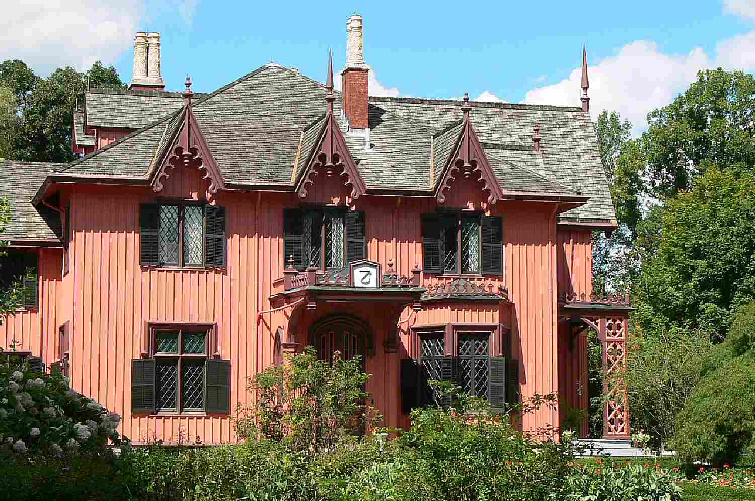 The pinkish Gothic Revival Roseland Cottage in Woodstock, Connecticut