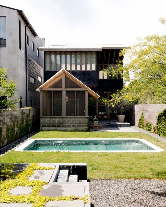 piscina pequeña en el patio