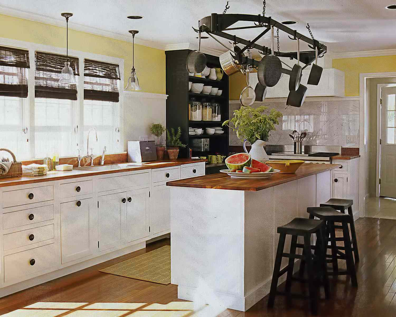 24 Beautiful Farmhouse Style Kitchens