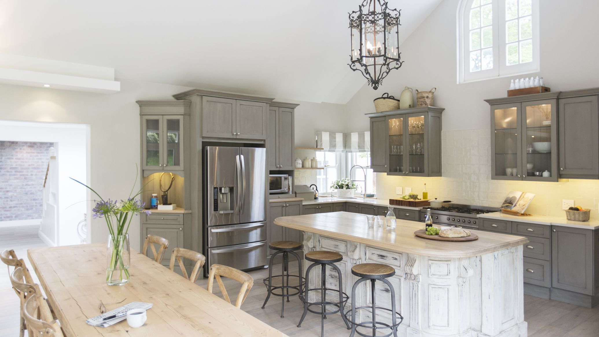 How Professionals Estimate Kitchen Remodeling Costs