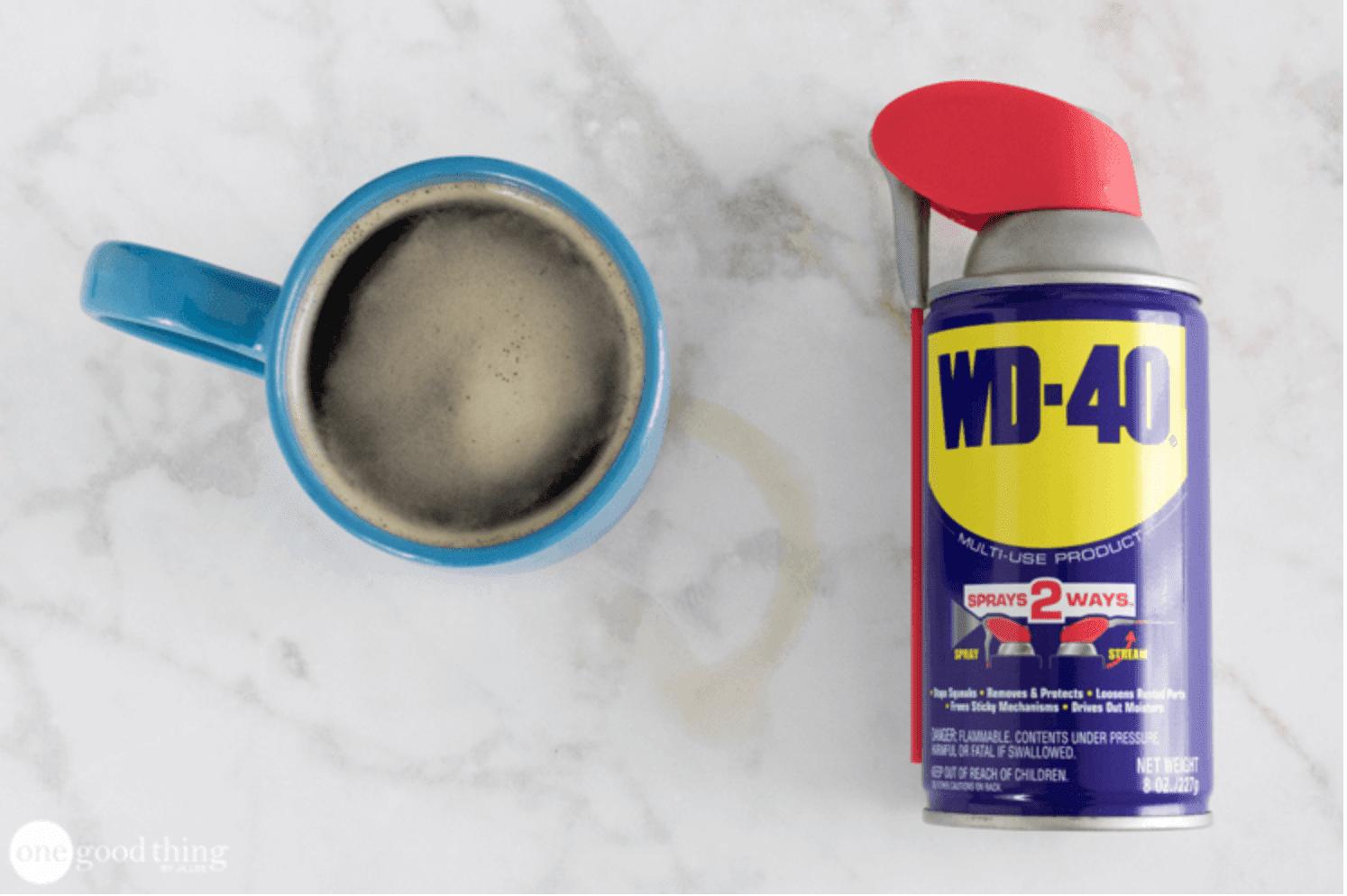 WD-40 se usa para quitar las manchas de café