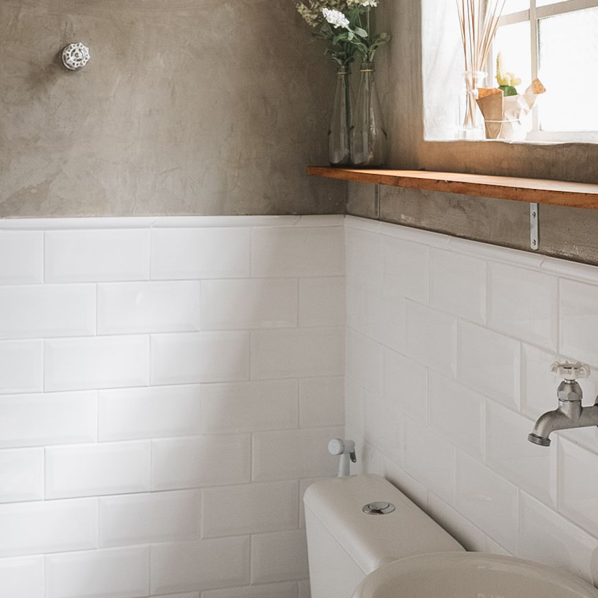 5 Best Bathroom Wall Options
