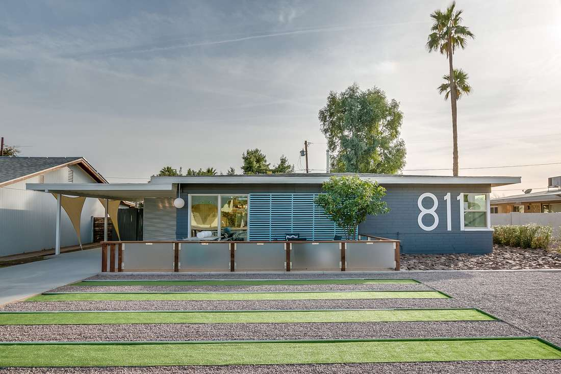 casa de rancho moderna de mediados de siglo en Palm Springs
