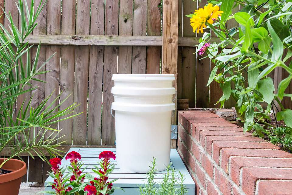 compost bin made from buckets