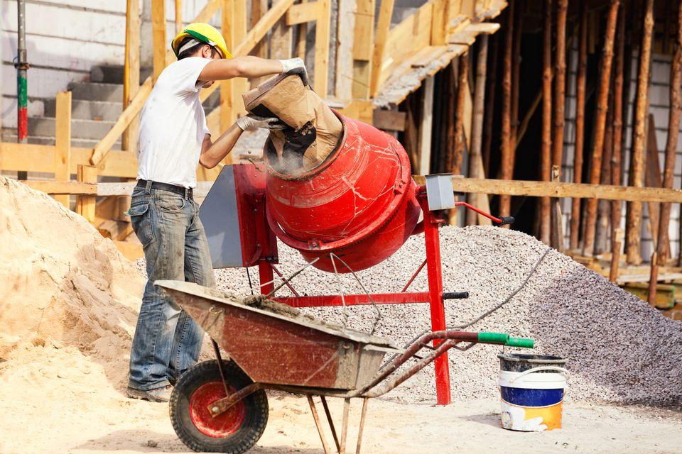 Bricklayer and concrete mixer