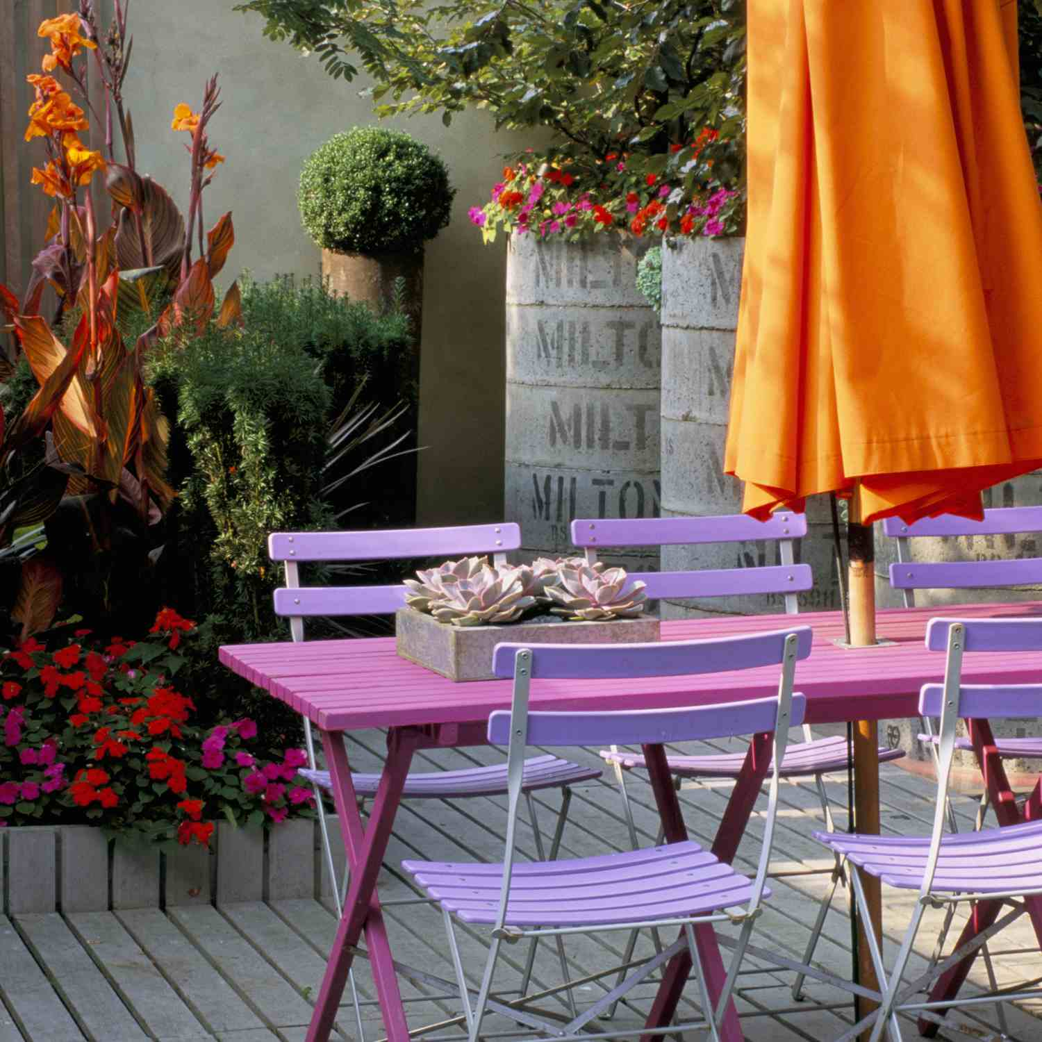 A pop of color lends creativity to outdoor design