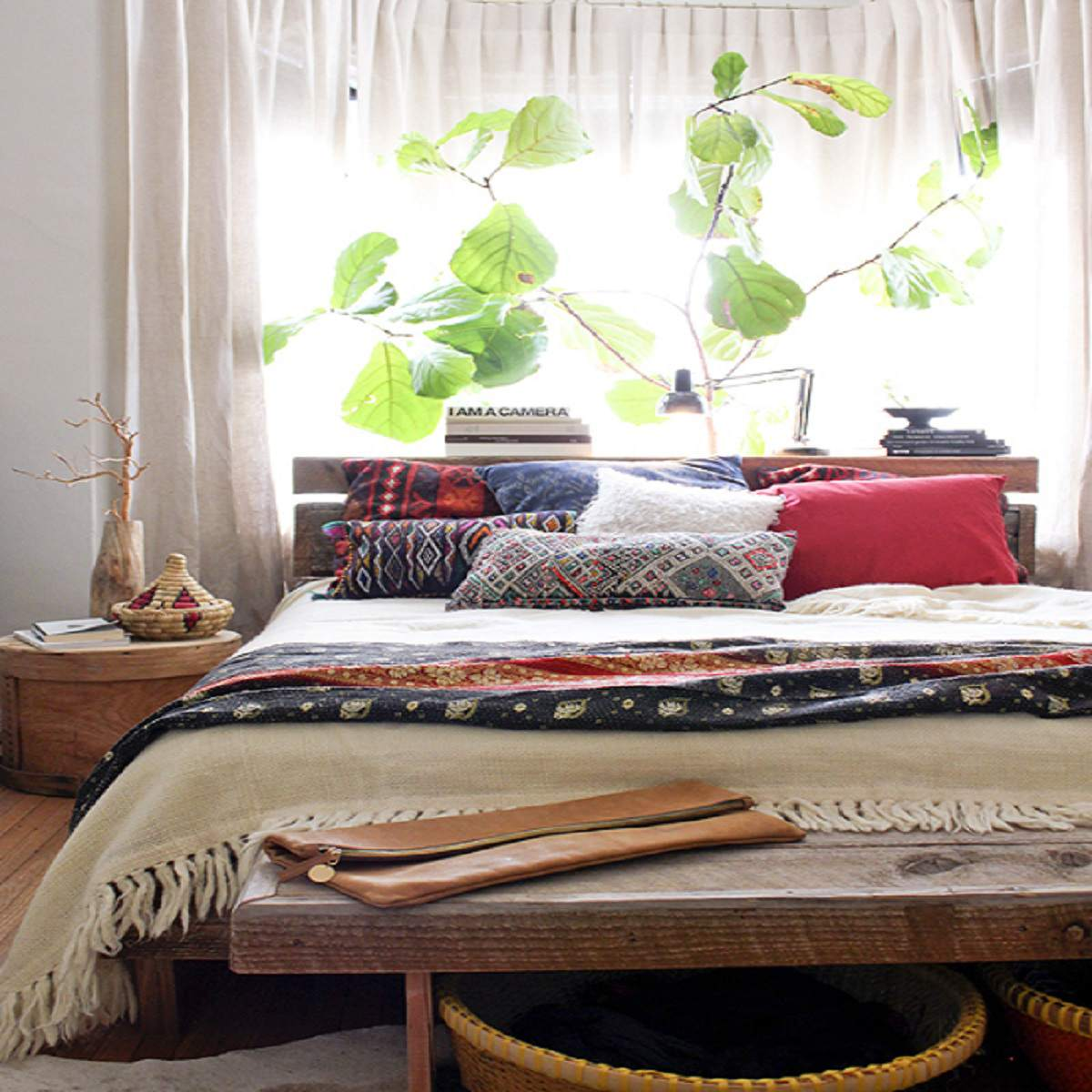Dormitorio con plantas de interior
