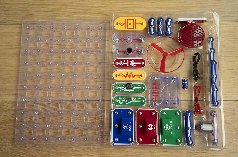 Snap Circuits Pieces
