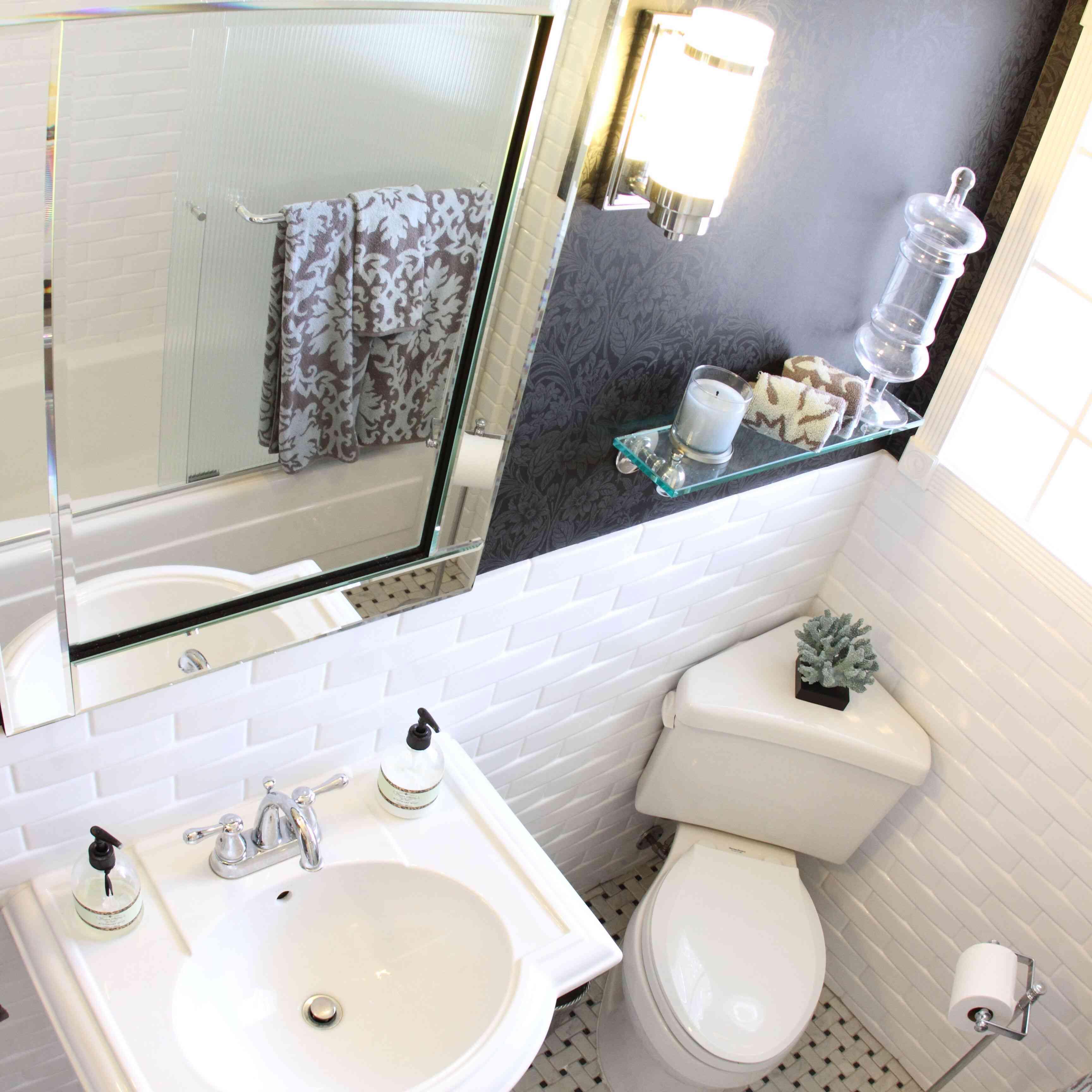 Art Deco Bathrooms That Make A Chic Statement
