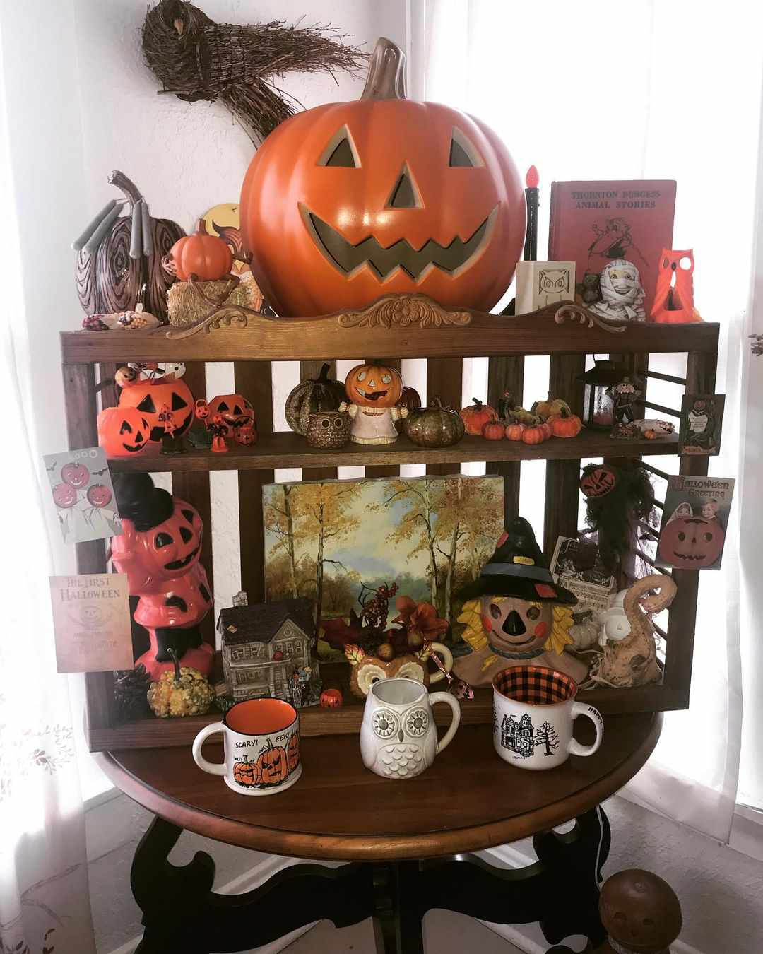 Old chicken shelf with retro Halloween decor.