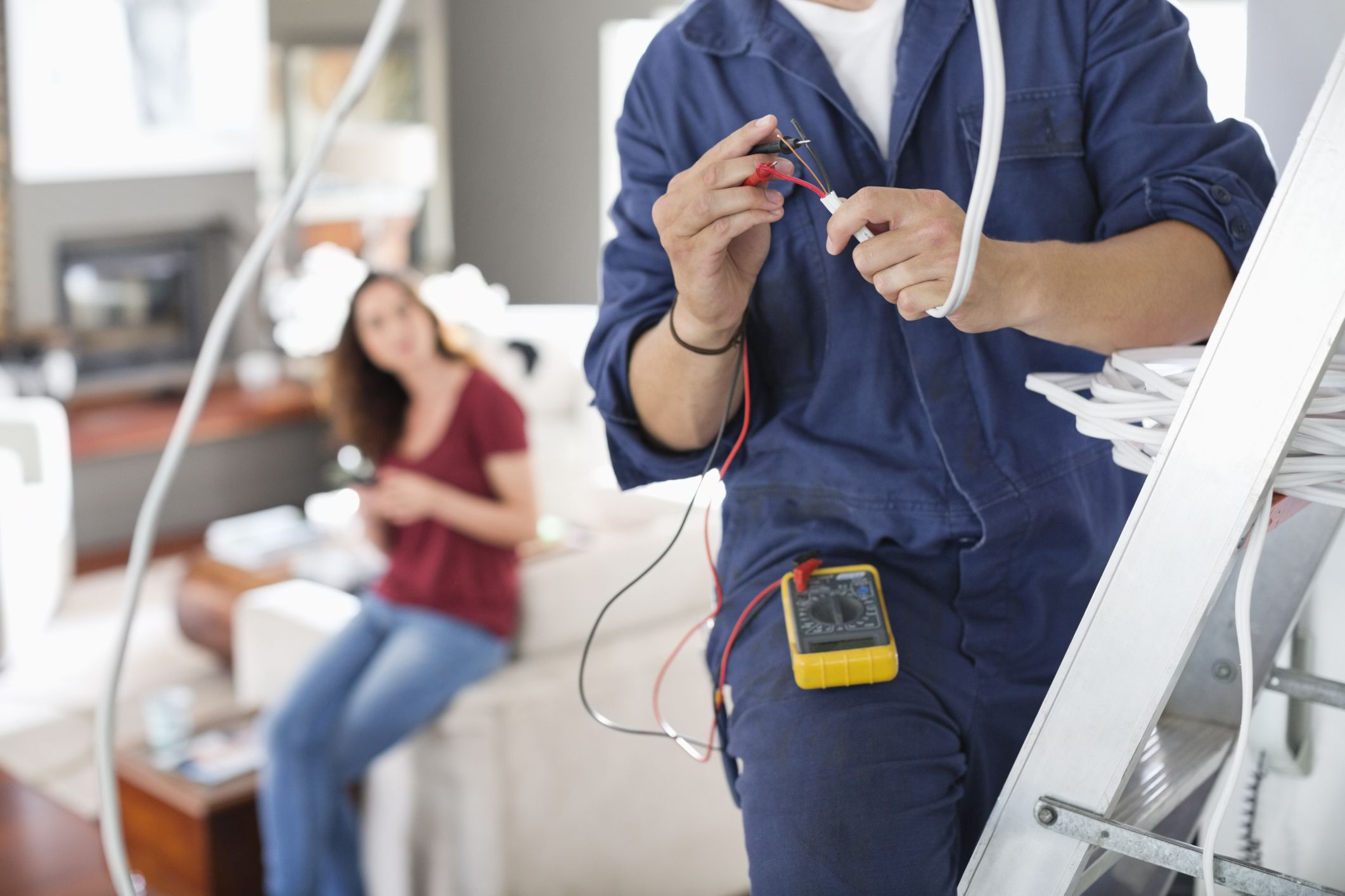 5 Reasons to Hire an Electrician