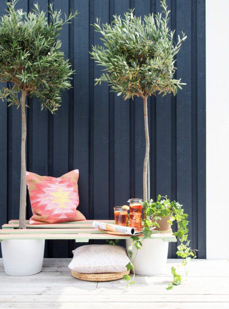 DIY Pallet Plant Bench