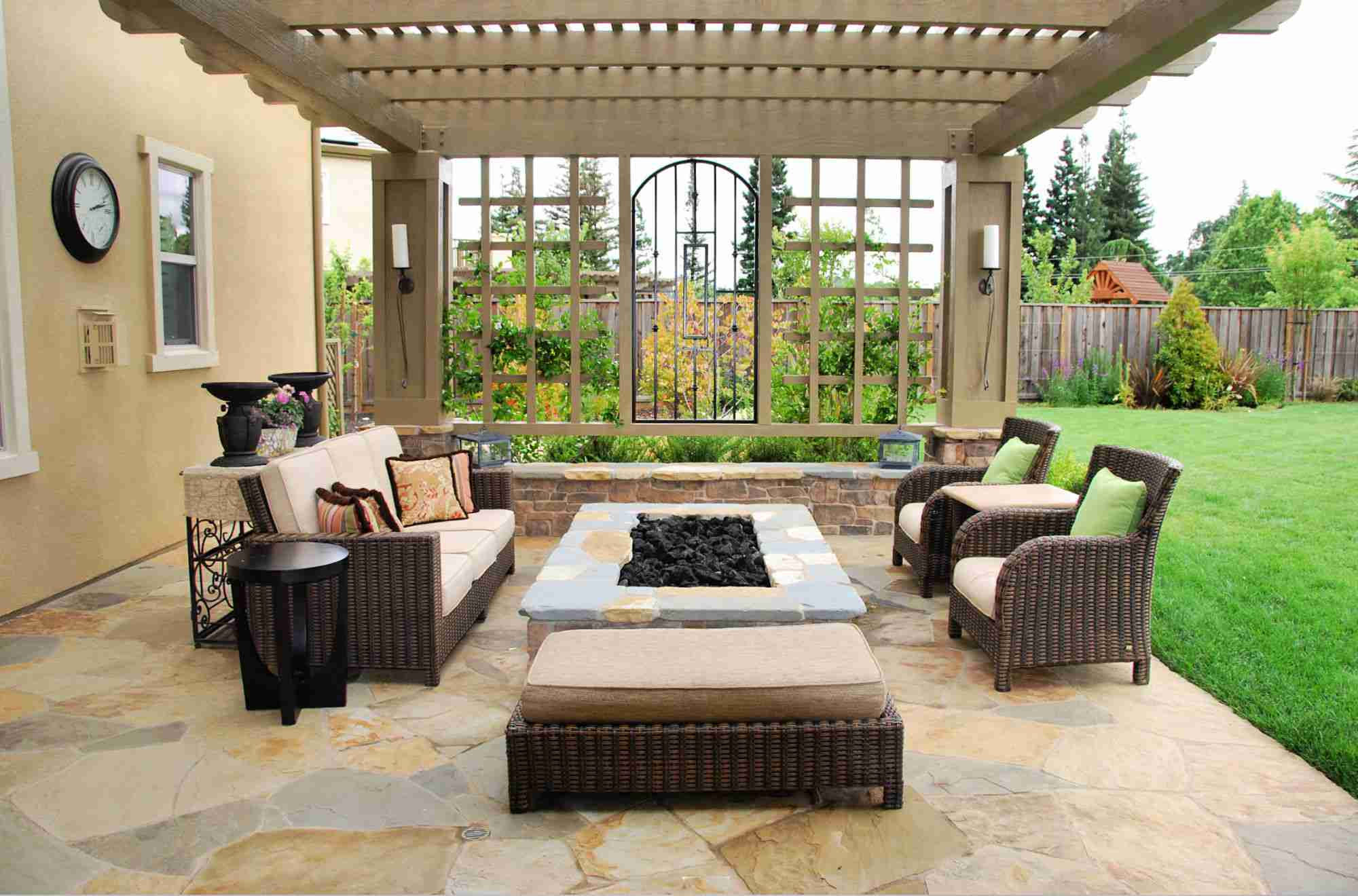 15 Stone Fire Pits to Spark Ideas on Rectangular Patio Design id=23209