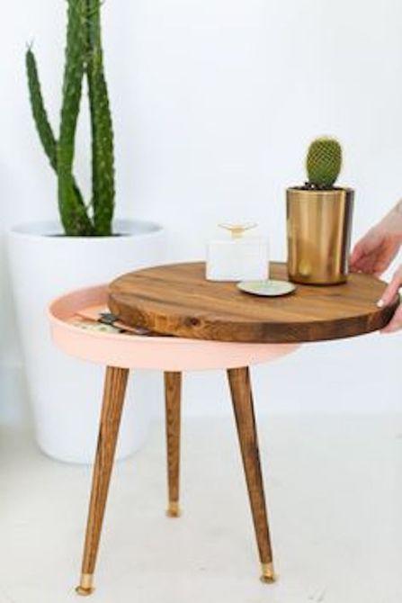 Pequeña mesa circular que se abre para el almacenamiento .