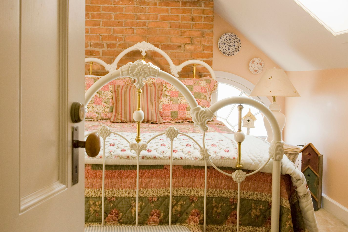 feng shui tips for bed placement in a bedroom