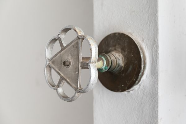 water shut off valve