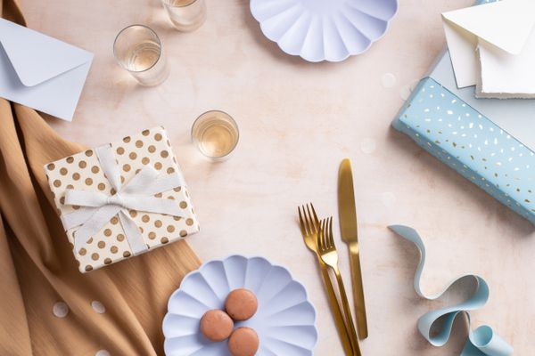 Decorations, cups and utensils for an engagement party
