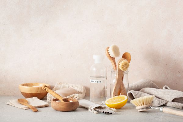 Cleaning vinegar and tools