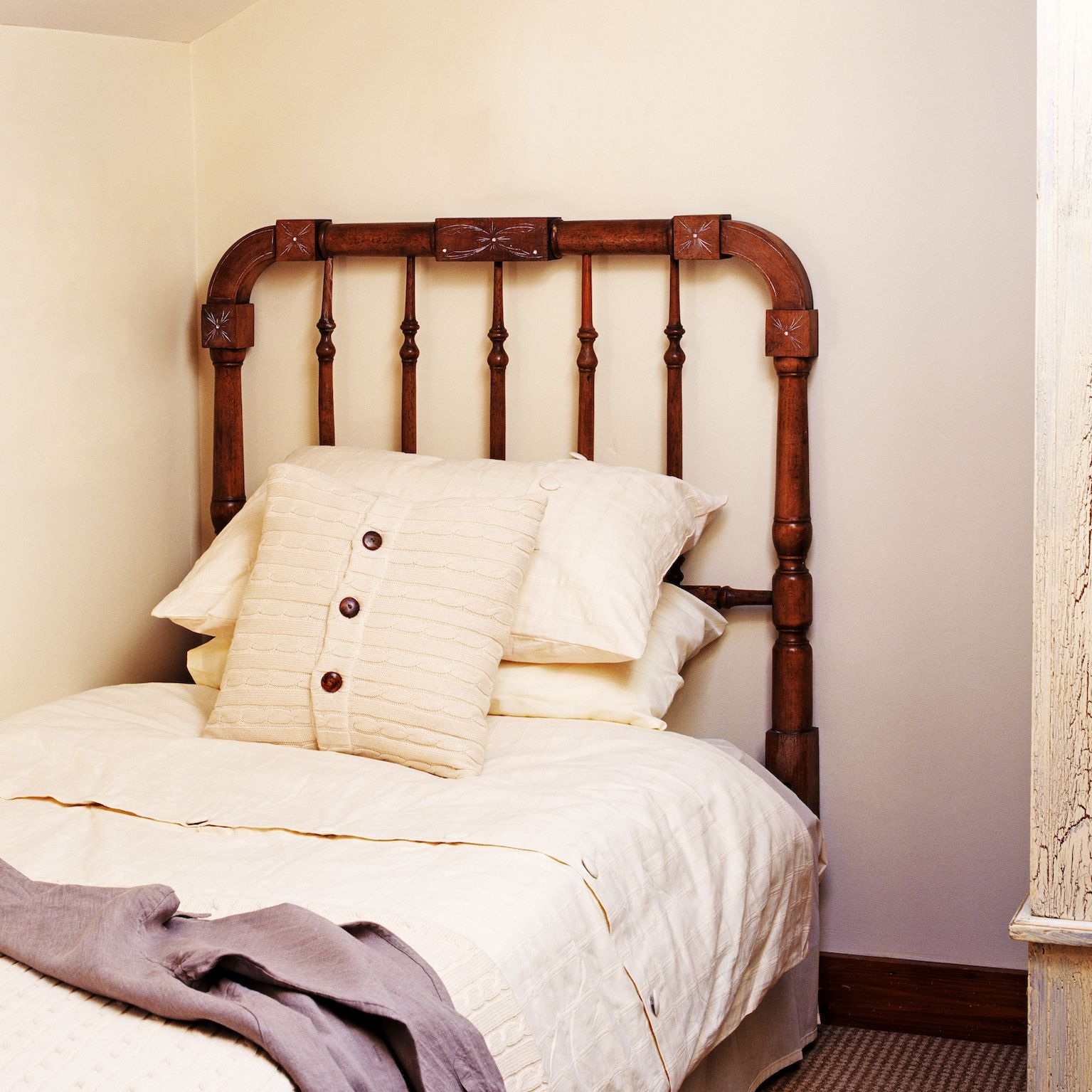 Feng Shui Tips For A Bed Placed Against A Wall