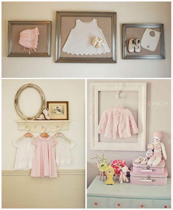 Ropa de bebé exhibida en una guardería vintage