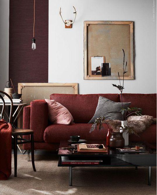Sala de estar con colorido sofá de color malva