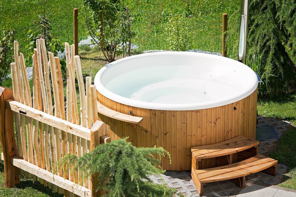 Outdoor Mini Jacuzzi.15 Hot Tub And Spa Designs