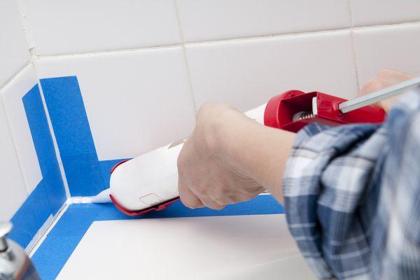 Waterproofing Bathtub with Caulk